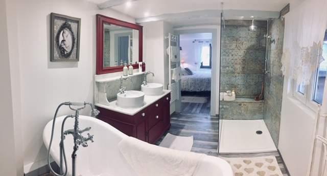 Rénovation d'une salle de bain et réfection d'une chambre - MV Service